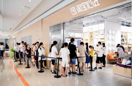 p63-2视线上线下融合后,线上活动给线下商家带来大量客流。觉中国