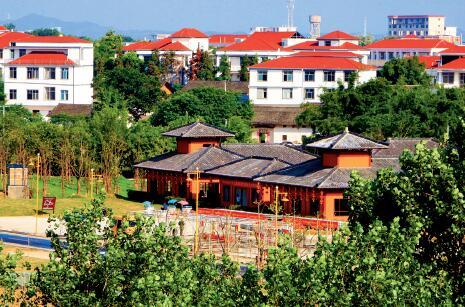 """p11-2五大洲风情木屋建筑群,以南康家居产业通过国家""""一带一路""""走向世界为主线,打造家居研发设计总部和游购体验基地"""