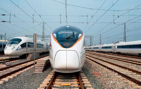 80 2004年版的铁路中长期规划,规划了客货分流的四纵四横快速客运通道。视觉中国