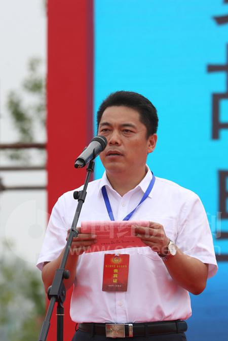 鱼台县委副书记、县长刘学圣主持开幕式。