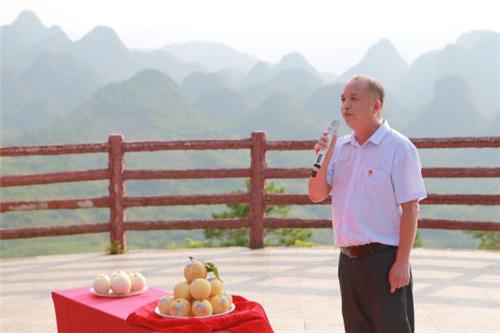 连州市科技和农业局局长谢凯华为连州水晶梨代言