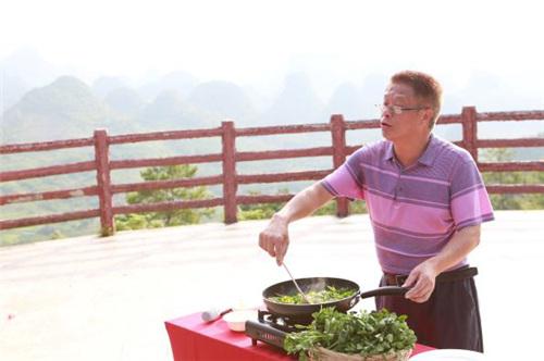 阳山县科技和农业局副局长杨永芳为阳山西洋菜代言