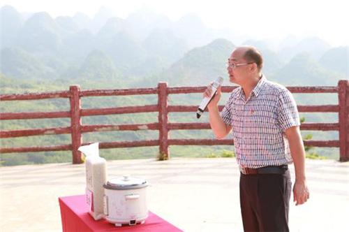 连山县科技和农业局副局长黄雄为连山大米代言