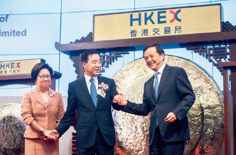 21-2  小米集团与中国铁塔先后创下今年港交所IPO 募集资金纪录。视觉中国