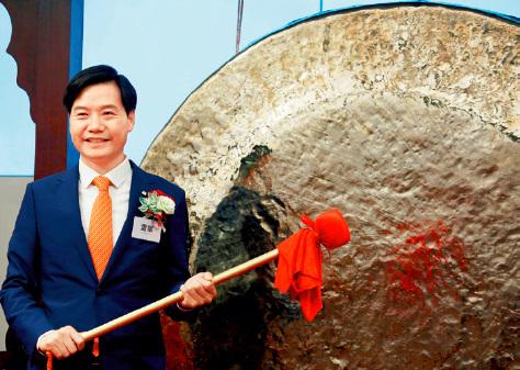 21-1 小米集团与中国铁塔先后创下今年港交所IPO 募集资金纪录。视觉中国