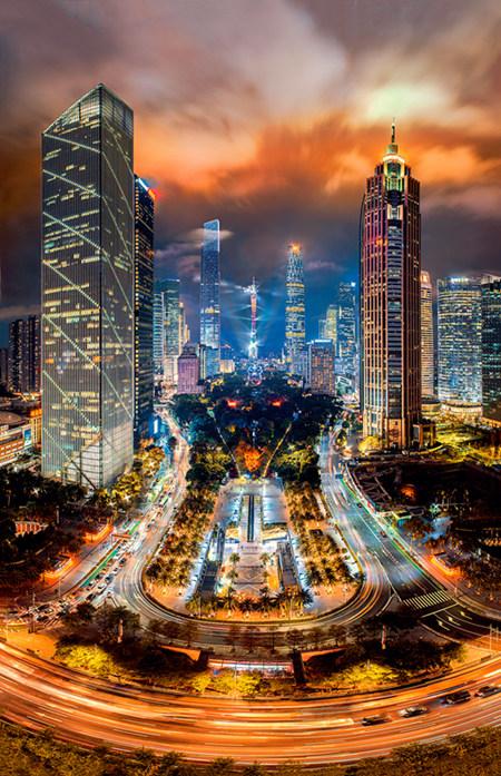 44 2017 年11 月9 日,广州天河中央商务区夜景。天河中央商务区已成为华南地区总部经济和金融、科技、商务等高端产业高度集聚区,未来将成为粤港澳大湾区的重要支撑点。