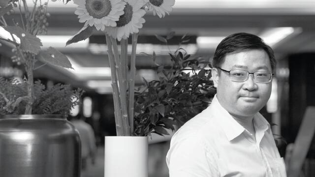 """彭小峰:从首富榜到""""红通""""榜"""