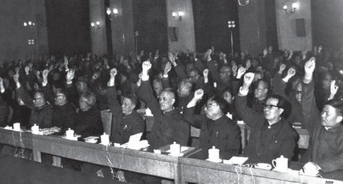"""36-2 1978 年12 月,北京,中共十一届三中全会。会议全面纠正了""""文化大革命""""的错误,重新确立党的马克思主义的思想路线、政治路线、组织路线,拨乱反正,解决了党的历史上一批重大冤假错案。会议还决定把党和国家的工作重心转移到现代化建设上来。"""