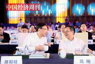 42-2中央网络安全和信息化委员会办公室副主任高翔(右)与深圳市委副书记、市长陈如桂(左)在论坛现场亲切交流