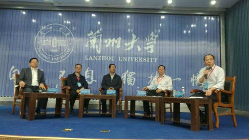 刘举科参事主持2018年第二届甘肃省人民政府参事论坛分专题对话之三:高质量发展。摄影 李开南