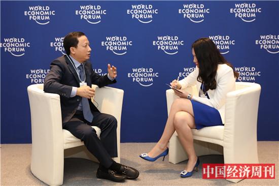 《中国经济周刊》记者现场采访