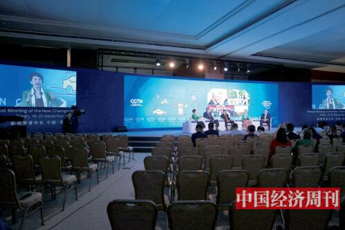 p21-中国的绿色领导力分论坛现场。2018年夏季达沃斯论坛有多场分论坛聚焦能源革命。《中国经济周刊