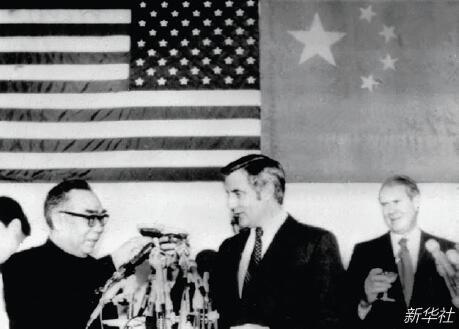 p48-1979 年1 月2 日,中国驻美国联络处举行招待会庆祝中美建交。