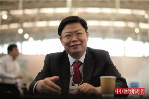 华夏幸福产业研究院院长顾强在2018 年夏季达沃斯上接受《中国经济周刊》记者采访。(《中国经济周刊》首席摄影记者 肖翊I 摄)