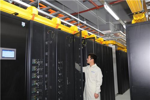 5  中原大数据服务中心 (苟华云  摄)