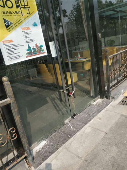 上海嘉定门店10月17日上班时间拍摄(维权者提供)