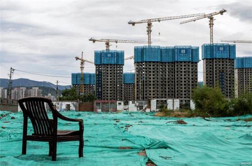 p18-房企的现金流主要依靠销售回款和融资,这亦是房地产开发资金的重要来源。当下融资越来越难,销售回款就越发重要。
