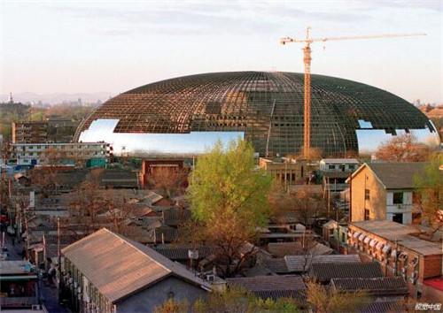 p31-1 2004 年 4 月,国家大剧院开始安装壳体屋面