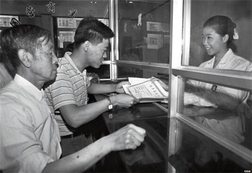 p48- 1993 年 7 月,辽宁省沈阳市沈河区税务一分局建立了国内首家办税大厅。