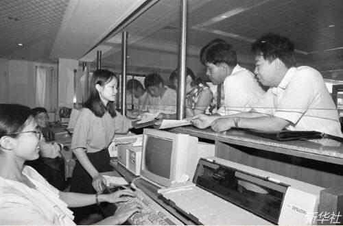 p49-1993 年,海南省海口市税务局开始采用计算机收税和代理办税制度,使税务管理和国际惯例接轨。