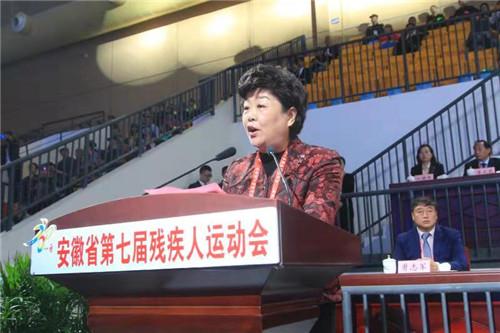 安徽省残联理事长高莉,在第七届残疾人运动会开幕式上致辞。 吴晓光   摄