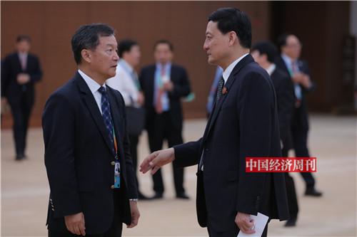 右:肖亚庆