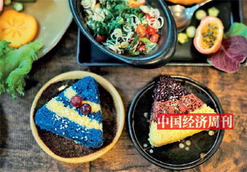 p85-3吃腻了白色的米饭,来点五彩饭吧,如蓝色的蝶豆花米饭、黄色的藏红花米饭、白色的茉莉香米饭、黑色的稻浆米饭,红色的棕红米饭等。
