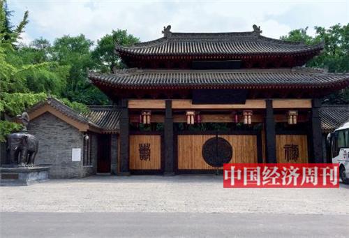 p22-9 月11 日,别墅项目西安院子(一期)的一扇大门。《中国经济周刊》记者 胡巍 摄