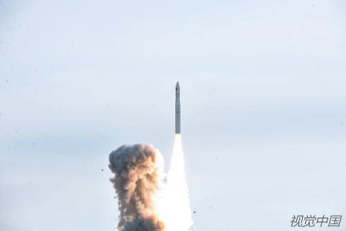p35-2 2018 年 1 月 19 日,中国长征十一号固体运载火箭在酒泉卫星发射中心腾空而起,将 6 颗商业小卫星送入太空。这是长征系列运载火箭的第 264 次发射。