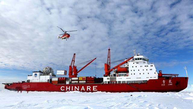 """视觉 ? """"雪龙""""探南极  中国南极科考史上最大规模卸货作业"""