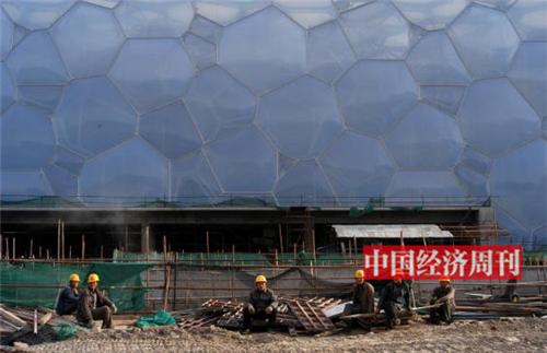 p147-2007 年,建设中的水立方。《中国经济周刊》首席摄影记者 肖翊I 摄