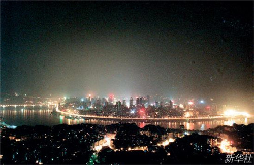 p106-2 重庆见证了中国西部开发历程。