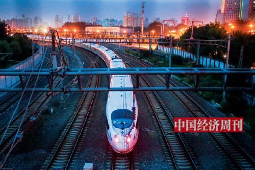 p111-1中国高铁,以其安全、便捷、舒适的综合优势,成为老百姓出行的首选交通工具。《中国经济周刊》首席摄影记者 肖翊I 摄