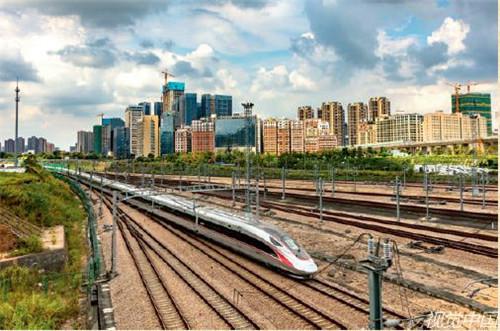 p189-2018 年9 月23 日,一列复兴号动车组经深圳北站向香港方向驶去。