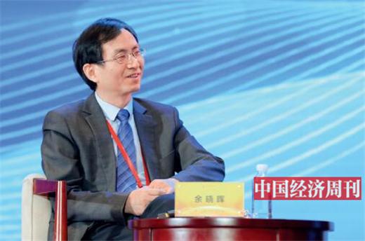 """p56 余晓晖在第十七届中国经济论坛上担任""""工业互联网助推新型工业化""""高端对话主持人"""