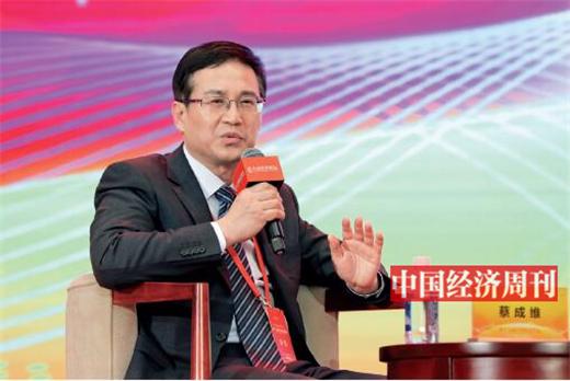 "p72 蔡成维在第十七届中国经济论坛上担任""军民融合催生自主核心技术""高端对话主持人"