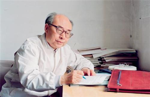 p49-于敏院士 1998 年工作照(视觉中国)