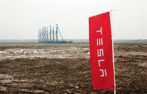 p85-2019年1月7日,上海有史以来最大的外资制造业项目特斯拉超级工厂在临港产业区正式开工建设。(视觉中国)