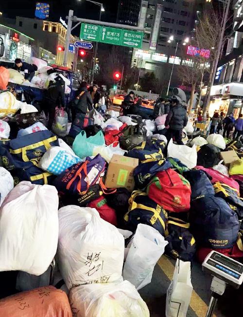86-2 韩国东大门,物流公司正在打包寄回国内的货品