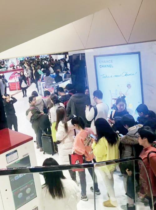 86-3 大量代购蜂拥而至,排队和缺货成为韩国免税店的常态