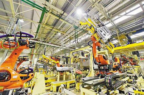 上汽红岩的国六驾驶室焊装生产线改造项目核心业务——自动化驾驶室地板及总?#19978;?#36817;日投用_副本