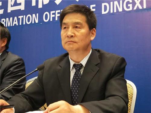 定西市委宣传部副部长王在凯主持发布会。摄影李开南