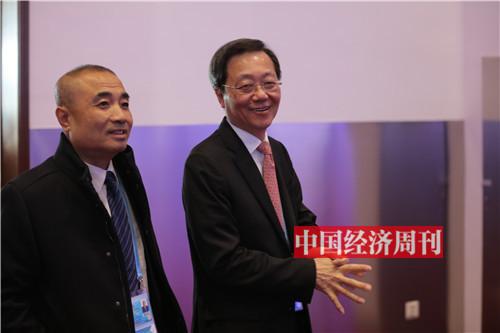 中国远洋海运集团有限公司董事长许立荣(右)