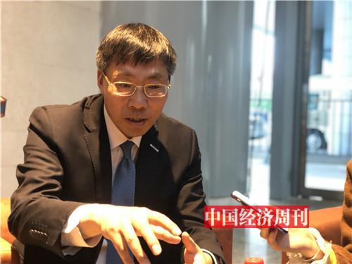 孙丕恕接受记者采访1(孙冰摄)