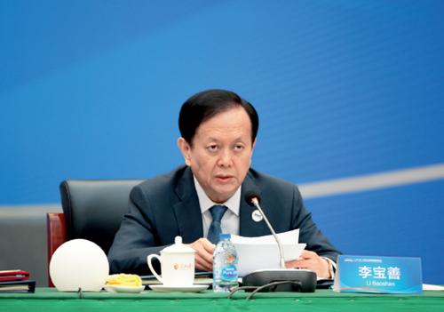 32 人民日报社社长李宝善代表联盟理事长单位在会上作了发言 摄影I 人民日报记者陈斌