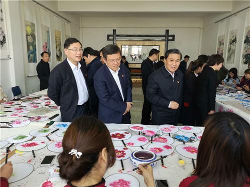 2河南省副省长武国定到农民牡丹画第一村孟津县平乐村调研