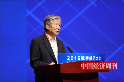 原国务院发展研究中心副主任侯云春