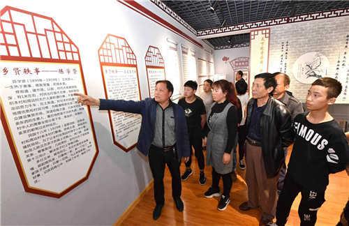 2  北留村党支部带领党员群众参观学习家风家训馆
