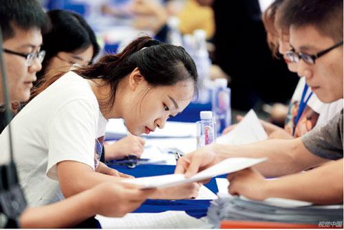 p99  在深圳最近举行的一场国际人才交流大会上,人工智能、生物医药等领域的人才受到追捧。