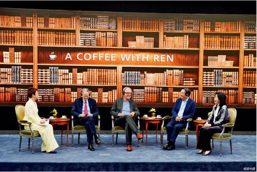 "p17  6 月17 日,華為公司創始人、CEO 任正非(右二)與美國學者喬治·吉爾德(左二)、尼古拉斯·尼葛洛龐帝(左三)在深圳總部就""技術、市場和企業""主題進行對話。"